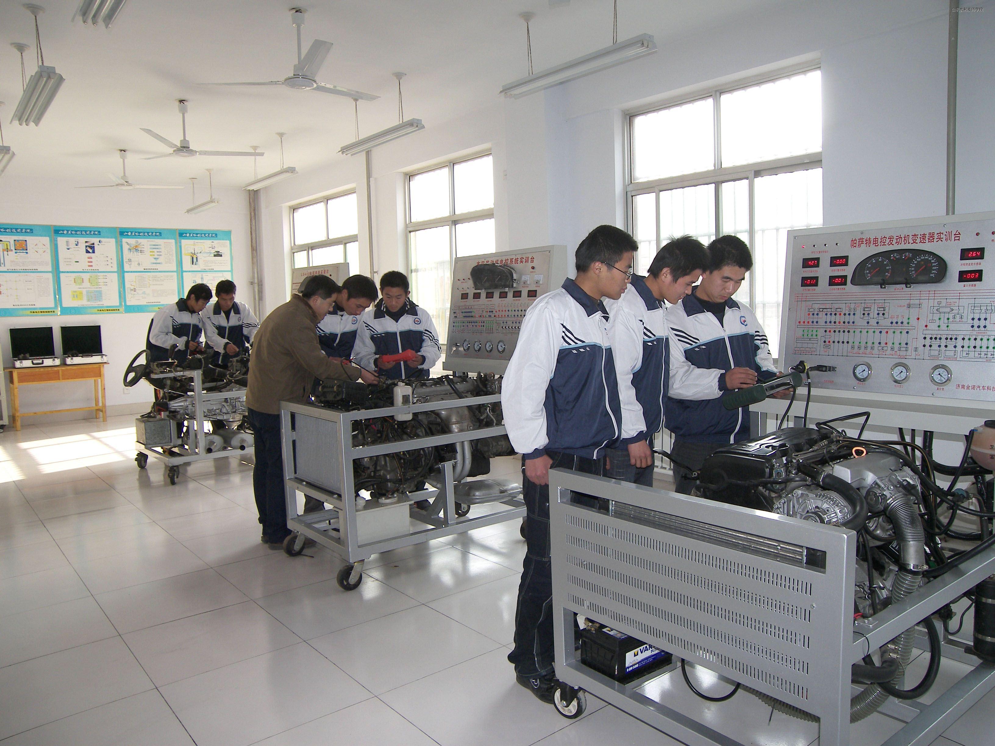 汽车电喷发动机检车实训室