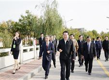 山东省水利厅厅chang刘中会(左三)视察xue院